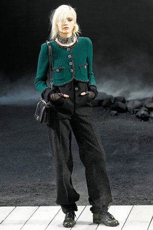 Chanel-fall-2011-rtw-green-tweed-jacket-profile