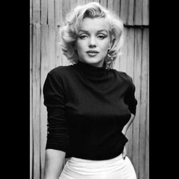Marily Monroe black sweater
