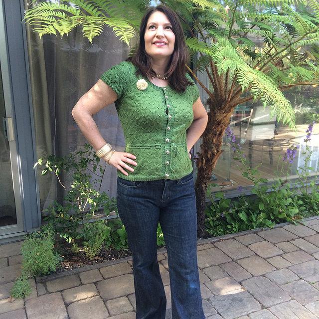 Cherry wide photo w jeans