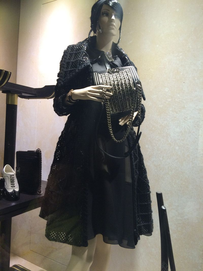 Mannequin w: metallic purse