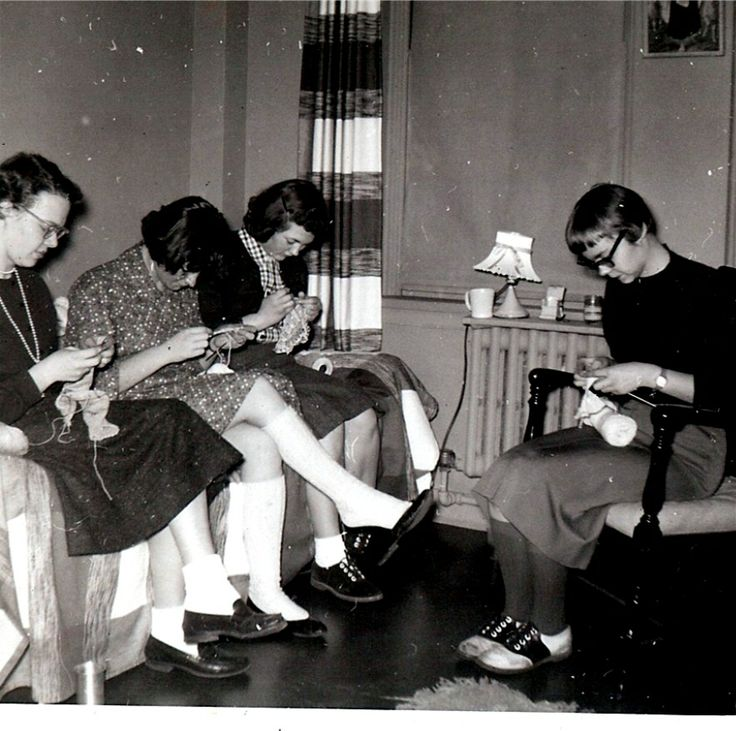 1950s knitters