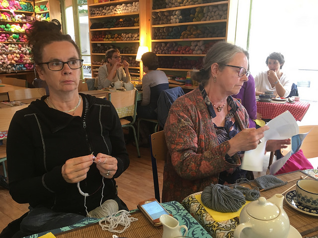 Knitters and the l'oisivethe scene