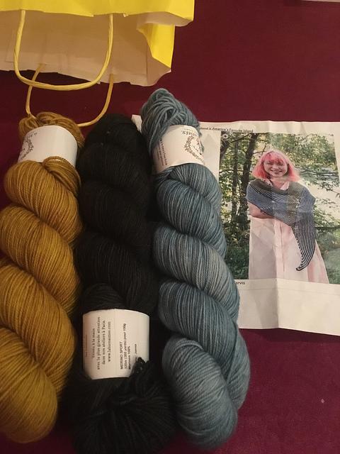 Shawl sport BLA yarn